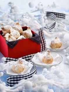 Μαμούλια, τα χριστουγεννιάτικα γλυκά της Χίου - www.olivemagazine.gr #μαμούλια #χίος #χριστούγεννα  #olivemagazinegr Christmas Desserts, Chocolate Cake, Panna Cotta, Sweet Home, Cupcakes, Sweets, Ethnic Recipes, Food, Greek