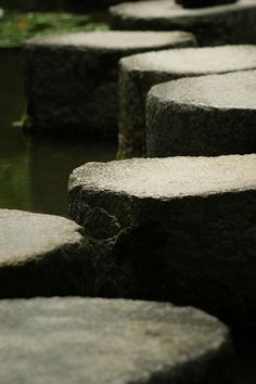 Stepping stones in Heian-jingu Shrine, Kyoto, Japan: photo by nobuflickr, via Flickr