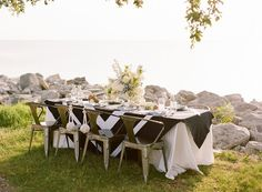 Seaside tablescape by Sapphire Events | Wedding Sparrow Blog #FineArtCuration