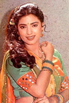 Beautiful Bollywood Actress, Most Beautiful Indian Actress, Most Beautiful Women, Juhi Chawla, Bollywood Pictures, Beautiful Curves, Bollywood Stars, Indian Actresses, 1990s