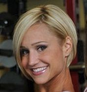 Jamie Eason hair. Growing my hair out to this sort of look. I love the style/cut and I love the color.