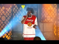 """Danny Brown Performs """"25 Bucks"""" with Megan James from Purity Ring live at Jimmy Kimmel"""