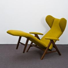 Bramin Møbler Lounge Chair by H. Klein (how the heck do you get out of… Mcm Furniture, Furniture Design, Vintage Furniture, Mid Century Decor, Mid Century Furniture, Vintage Chairs, Vintage Couches, Vintage Interiors, Scandinavian Furniture
