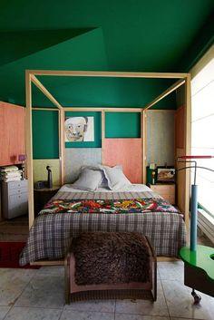 Francis Amiand, lit en bois, géométrique, vert et rose.