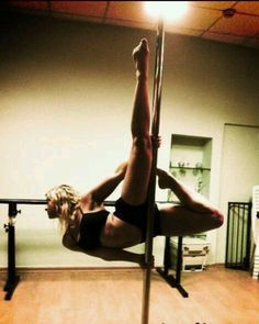 Beautiful pole move, who wouldn't want to do this?
