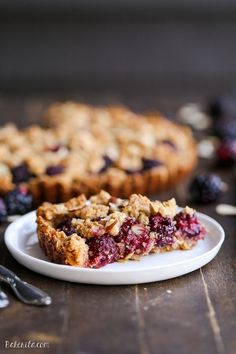 This quick and easy Blackberry Crisp Tart has an oatmeal crust and fresh blackberries! This recipe is gluten-free, refined sugar-free and vegan.