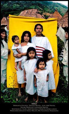 Míranos. Estamos Aquí: Familia Kogui. Antonio Briseño 2012.