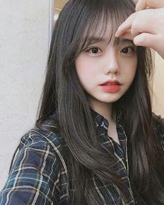girl fringe on Korean Girl Photo, Korean Girl Fashion, Cute Korean Girl, Asian Girl, Korean Bangs Hairstyle, Hairstyles With Bangs, Girl Hairstyles, Ulzzang Hair, Ulzzang Korean Girl