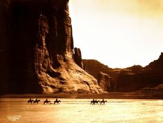 Canyon de Chelly Navajo (1904). / Native Americans By Edward S. Curtis