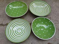 Gabi Winterl Keramik, Schüssel aus Keramik grün mit Punkten oder Streifen