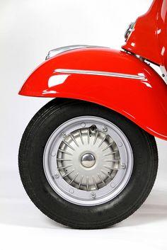 Red Vespa, Vespa 50, Vespa Girl, Scooter Girl, Piaggio Vespa, Vespa Lambretta, Vespa Scooters, Vespa Images, Scooter Garage