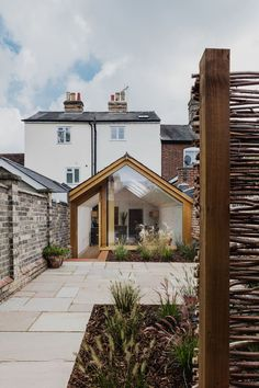 This Grade II Listed English Cottage Gets a Picture-Perfect Modern Extension Extension Veranda, Cottage Extension, Glass Extension, House Extension Design, Rear Extension, House Design, Garden Room Extensions, House Extensions, Kitchen Extensions