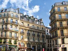 Au long de la rue La Fayette, on remarque ainsi la présence de modèles canoniques, comme l'immeuble d'angle avec la rue Le Peletier, et de multiples variations dont les balcons sont disposés librement à tous les étages.