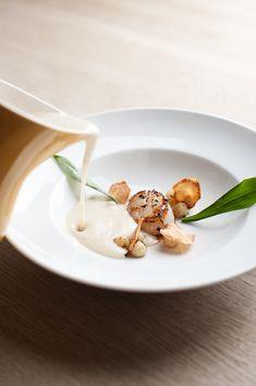 Jordskokkesuppe i tre teksturer med kammusling Gourmet Recipes, Cooking Recipes, Healthy Recipes, Yummy Eats, Yummy Food, Tapas, Molecular Gastronomy, Culinary Arts, Food Cravings