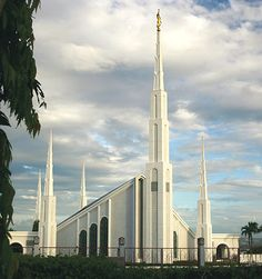 Temples of The Church of Jesus Christ of Latter-day Saints - The House of the Lord Lds Temple Pictures, Church Pictures, Mormon Temples, Lds Temples, Philippine Holidays, Manila Philippines, Lds Church, Latter Day Saints, Beautiful Architecture