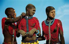 http://www.hypeness.com.br/2014/02/fotos-extraordinarias-da-tribo-dinkas-no-sudao/