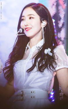 Daily SinB #60 Kpop Girl Groups, Korean Girl Groups, Kpop Girls, Sinb Gfriend, Cloud Dancer, Fan Picture, Korean Wave, G Friend, Queen B