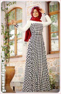 Muslim Women Fashion, Arab Fashion, Islamic Fashion, Modesty Fashion, Women's Fashion Dresses, Dress Outfits, Muslim Long Dress, Hijab Abaya, Navy Floral Maxi Dress