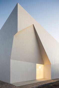 Pyramidal total - Nachbarschaftshaus von Aires Mateus in Portugal