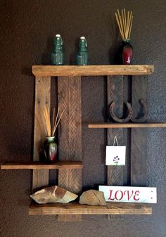 Do you have unused wood pallets? You can use it as your DIY Pallet wall decor. With a little creativity, you can turn used wood pallets into a variety of neat h Pallet Crafts, Pallet Art, Diy Pallet Projects, Wood Crafts, Wood Projects, Woodworking Projects, Pallet Wood, Pallet Ideas, Design Projects