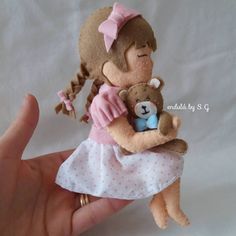 Felt Crafts Dolls, Felt Dolls, Pom Pon, Felt Banner, Cute Couple Art, Felt Purse, Felt Baby, Felt Decorations, Tiny Dolls