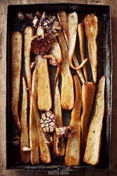 Honey glazed baked parsley roots and garlic