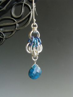 These chainmaille earrings are one half of a link (or one wing) of the Butterfly chain. I created these earrings using sterling silver and green/blue niobium jump rings. A faceted Chrysocolla drop hangs from the bottom of each earring. These earrings measure 1 3/4 (45mm) long from the top of the sterling silver ear wire to the bottom of the Chrysocolla drop, and are just under 1/2 (11mm) at their widest point. I make all of my own sterling silver jump rings and tumble pol...