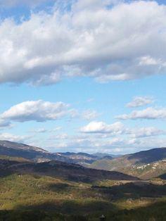 Πιλημα Ξανθη με φοντο η οροσειρα Ροδοπης