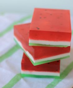 So many cute Watermelon Crafts to do! And they would be perfect for any summer party, or have a crafting party with your friends! Watermelon Crafts, Cute Watermelon, Soap Making Recipes, Soap Recipes, Craft Stalls, Popular Crafts, Diy Inspiration, Tissue Paper Flowers, Cool Diy Projects