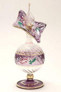 A Kindred Spirit - Flacons - perfume Egyptian Perfume Bottles, Perfume Atomizer, Antique Perfume Bottles, Vintage Bottles, Parfum Mademoiselle, Perfumes Vintage, Glas Art, Beautiful Perfume, Vases
