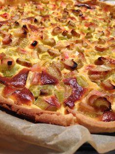 Tarte à la rhubarbe Rhubarb Recipes, Tart Recipes, Pizza Recipes, Sweet Recipes, Dessert Recipes, Rhubarb Pie, French Recipes, Apple Desserts, Delicious Desserts