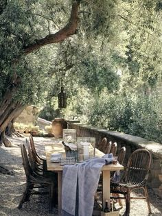 John Saladino's Villa di Lemma, California. Very old olive trees were brought in. Gravel court and long table.