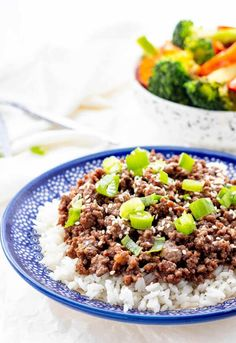 Keep week night dinners interesting with this healthy Korean Ground Beef recipe. Both healthy and delicious, the whole family is sure to love this one! Healthy Bbq Recipes, Healthy Living Recipes, Healthy Comfort Food, Healthy Eating, Healthy Dinners, Korean Ground Beef, Perfect Tacos, Easy Weeknight Meals, Dinner Dishes