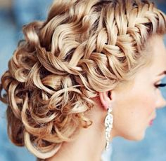 I want this kind of hair style for my wedding!!!