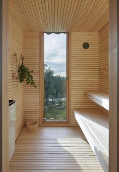 Image 27 of 36 from gallery of Skigard Hytte Cabin / Mork-Ulnes Architects. Photograph by Bruce Damonte Wooden Columns, Wooden Steps, Ideas De Cabina, Cladding Materials, Forest Cabin, Snow Cabin, Winter Cabin, Deco Restaurant, Wooden Cottage