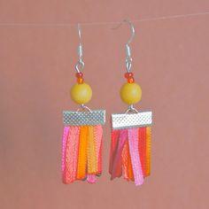 Boucles d'oreilles en ruban de satin rose, rouge, jaune et orange : Boucles d'oreille par cocotte-et-bricoles