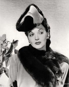 Vintage Fur, Vintage Glamour, Vintage Beauty, Vintage Stuff, Old Hollywood Glamour, Golden Age Of Hollywood, Vintage Hollywood, Old Film Stars, Movie Stars