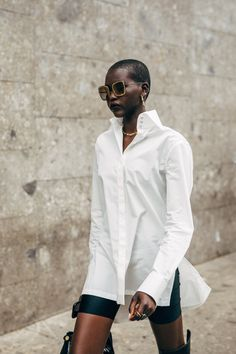 The style crowd may be feeling Fashion Month fatigue, but you'd never know it from their outfits. The street style at Milan Fashion Week continued the nearly Cool Street Fashion, Street Chic, Street Wear, Paris Street, Fashion Mode, Fashion 2020, Fashion Trends, Milan Fashion, Fashion Black
