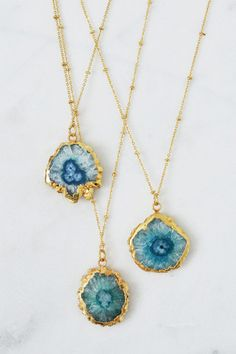 62380bff8953 Blue agate and 22ct gold necklace Agate Jewelry