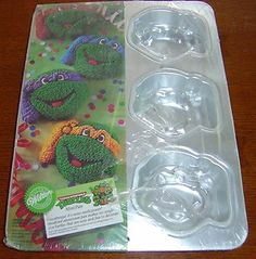 Wilton Teenage Mutant Ninja Turtle Cake Pan 2105 4436 Face Mask Need to find this!