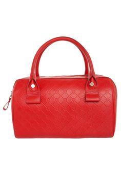 Bolsa Capodarte Monograma vermelha, confeccionada em couro, com monograma e logo da marca metalizado. Alças duplas de mão e fecho de zíper. Mede 30cm de largura, 22cm de altura e 16cm de profundidade. Forro em material têxtil estampado com dois compartimentos para pequenos objetos.