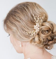 Bridal hairclip that's nature inspired with pearls forming flowers and more pearls attached to what looks like faux branches. Perfect for a simple hair accessory to compliment an intricate updo