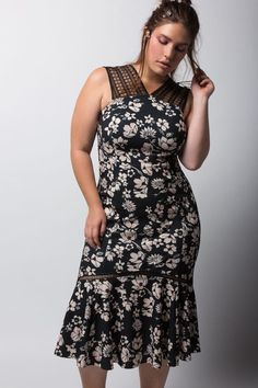 This New York Fashion Week Was The Most Body-Positive Yet #refinery29  http://www.refinery29.com/2016/09/123694/nyfw-plus-size-diversity-runway-trends#slide-3  Tracy ReeseA few days before her Fashion Week presentation, Tracy Reese announced that a segment of her line would be expanding its size range to include up to a 2XL or 18. Although the extended-size offerings will be limited, it was still thrilling to hear. And, it was even more exciting to see with such a diverse casting of models…