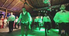Noivo dança 'Carreta Furacão', funk, axé e passinho em casamento; vídeo