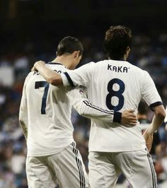 Ronaldo and Kaka.witness the greatness World Best Football Player, Real Madrid Football Club, World Football, Football Players, Us Soccer, Football Soccer, Cristiano Ronaldo, Madrid Wallpaper, Football Fever
