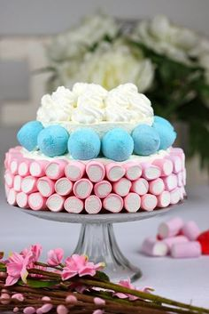 tarta-nubes                                                                                                                                                      Más Marshmallow Cake, Rainbow Treats, Bar A Bonbon, Candy Cakes, Best Candy, Candy Bouquet, Candy Table, Candy Party, Candy Shop