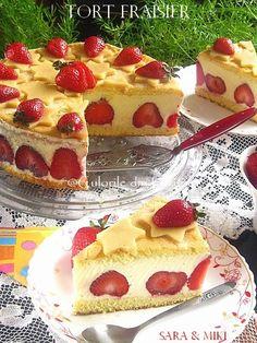 Tort Fraisier, un tort francez (Le Fraisier) incredibil de bun facut din blat, crema de vanilie cremoasa si plin de capsuni proaspete. Aceasta reteta este rapida, usoara si foarte reconforta… Cookie Desserts, Sweet Desserts, Easy Desserts, Sweets Recipes, Cupcake Recipes, Cooking Time, Yummy Treats, Food And Drink, Romania Food