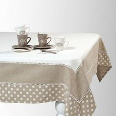idea for a tablecloth Table Runner And Placemats, Lace Table Runners, Linen Tablecloth, Table Linens, Tablecloths, Tablecloth Ideas, Linen Bedroom, Deco Table, Decoration Table