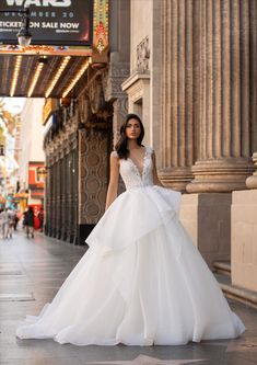 Explore our Wedding Dresses and feel Unique: One bride, One shape, One Unique dress. Discover our Cocktail Gowns from Pronovias. Pronovias Wedding Dress, Sexy Wedding Dresses, Wedding Dress Shopping, Unique Dresses, Bridal Dresses, Rembo Styling, Modern Princess, Allure Bridal, Hollywood Glamour