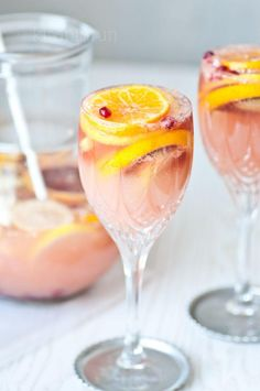 Two of my favorite things, champagne and sangria. - refreshing citrus champagne sangria recipe {must make this soon} - Champagne Sangria, Sangria Drink, Pink Champagne, Champagne Punch Recipes, Elderflower Champagne, Pink Sangria, Fall Sangria, Champagne Cooler, White Sangria